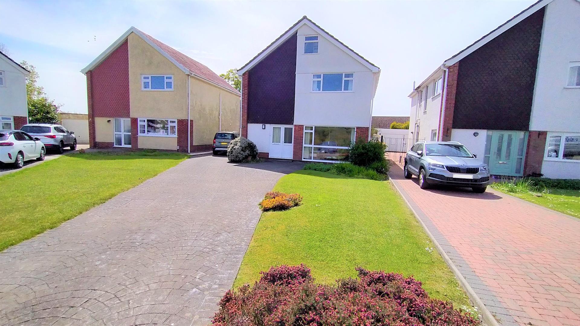 Radyr Avenue, Mayals, Swansea, SA3 5DT
